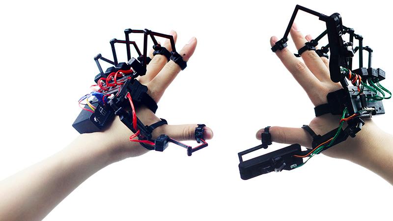Des gants pour jouer du piano en réalité virtuelle