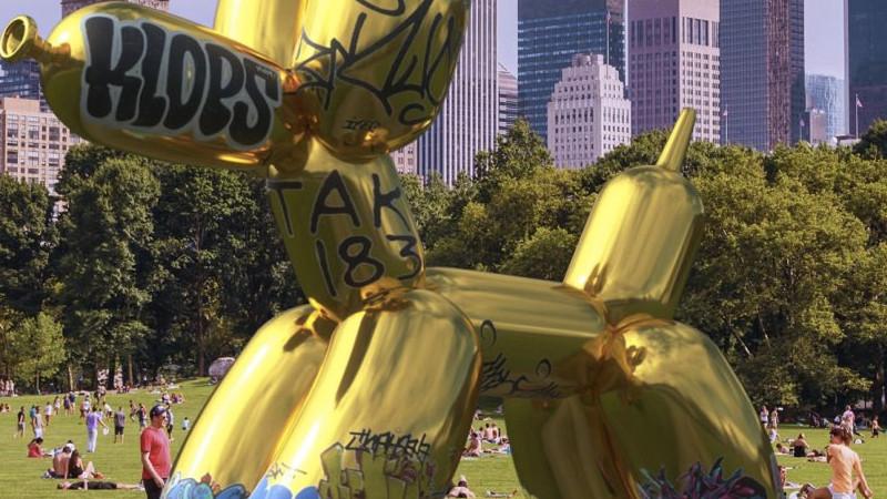 La sculpture AR de Jeff Koons vandalisée !