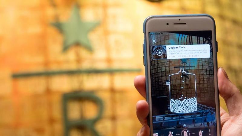 Le plus grand Starbucks du monde a de la réalité augmentée