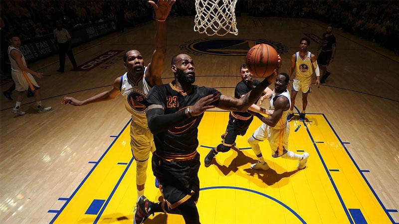 Revivez les meilleurs moments de la saison NBA en VR !