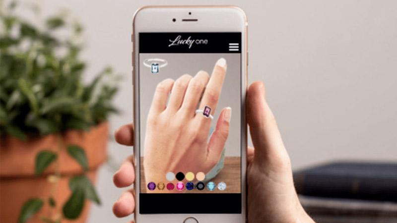 Essayer des bijoux grâce à la réalité augmentée, c'est possible !