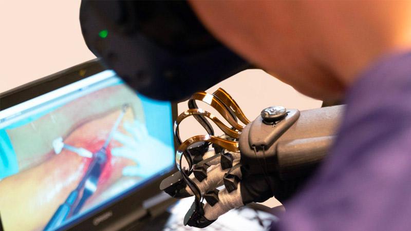 Des gants pour la chirurgie en réalité virtuelle grâce à Haptx !